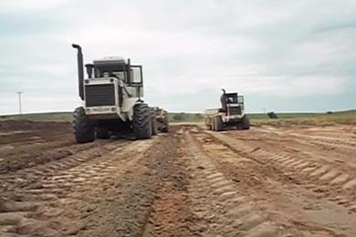 Tm 31 trabalhando na terraplanagen richard